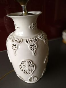 Blanc de Chine vaaslamp - China - mid 20th century