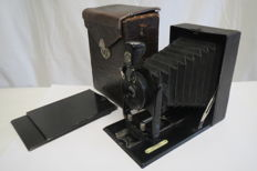 Folding Plate Camera Vario 9x12 Rapid Aplanat 135mm f7.7 Lens. The name is not visible, presumably on the lens-it's either Bush or Rodenshtock.