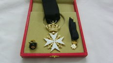 Set with box of the Sovereign Military Order of Malta - Magistral Chaplain