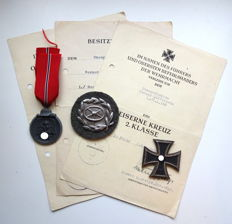 Wehrmacht lot 3 award certificate with badge