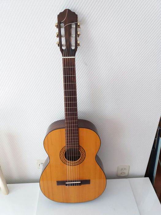 1970s handmade classical/concert 'Meister' guitar made in Germany - Markneukirchen - made in GDR