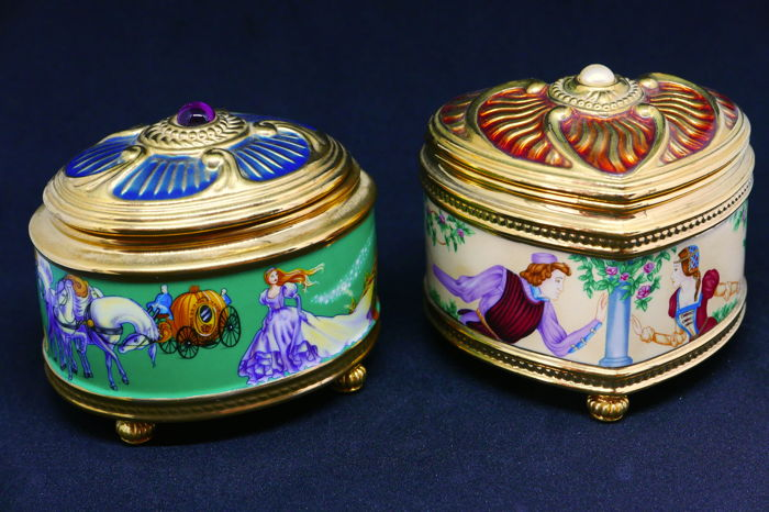 "House of Fabergé, two music boxes made of porcelain gilded in 24k fine gold, ""Cinderella"" & ""Roméo and Juliet"" models"