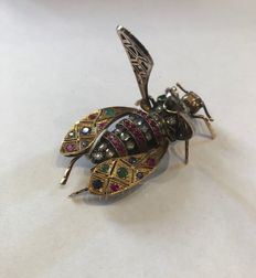 Yellow and white gold brooch in the shape of a cicada with emeralds, rubies and diamonds