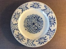 Delft earthenware plate with Chinese influences