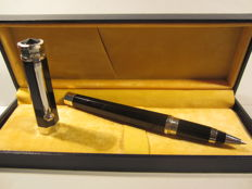 """Montegrappa roller """"NeroUno"""" finished in Platinum, large size, in great condition."""