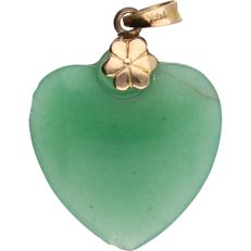 14 kt - Yellow gold pendant set with a jade in the shape of a heart - Length x Width: 29 mm x 20 mm