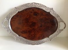 Oval maple wood serving tray with profile open work silver edge with leaf decoration and integrated handles, Hollandia Zilvermederij, Zutphen, 1947