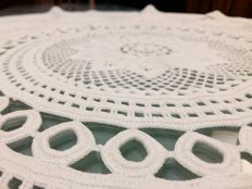 Florence. Decorative tablecloth in pure cotton with antique crafting in crochet and tatting (tatting pattern).