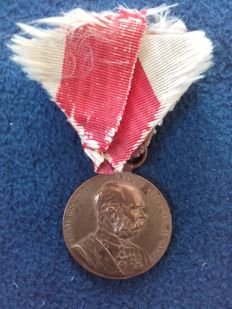 Emperor Franz Joseph, Signum Memoriae, on a white-red ribbon, in gold, worn piece with signs of age, original ring