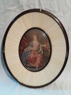 Hand painted ivory plaque depicting a lady - signed by Mary - France, 20th century