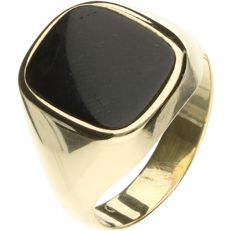 14 kt Yellow gold signet ring set with onyx. - Ring size: 20.5 mm