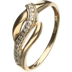 14 kt Yellow gold cross over ring set with brilliant cut diamonds of approx. 0.075 ct in total.