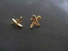 Tiffany & Co. Paloma Picasso 18K Gold Kiss Cross Earrings 750, 1.9 x 1.7 cm