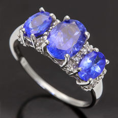 14K Gold Ring set with 2.35 cts Tanzanite and 0.06 ct Diamond, Ring Size US 7 -