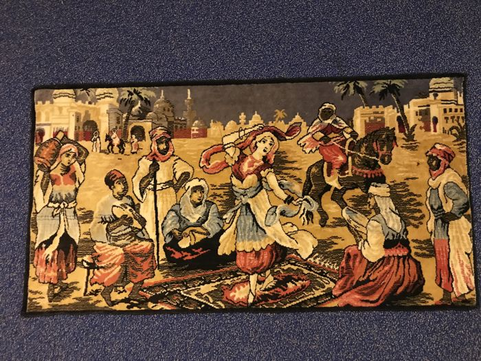 Beautiful tapestry with oriental scene - 104 cm long - around 1950