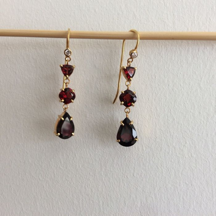 Garnet chandelier earrings with diamonds 0,07 ct-14K - Total lenght: 51mm