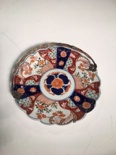 Finely painted dish - Japan - late 19th century