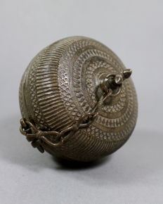 Large bronze betel nut container - India - Late 19th century