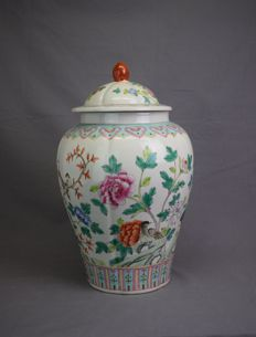 Famille rose porcelain pot - China - second half of 20th century.
