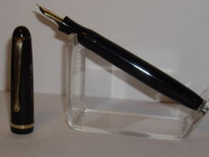 Vintage MONTBLANC 3-42 342 G piston filler fountain pen 14 carat M nib
