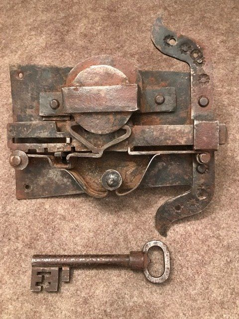 Antique lock with key - Italy - 18th century