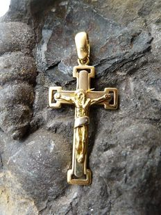 Cross in 18 kt yellow gold