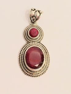Vintage silver necklace pendant with a total of 4.89 ct natural rubies