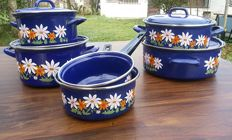 kitchen set new, enamelled iron, made in Spain, 1970s