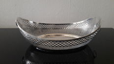 Silver barge shaped bread basket with lions heads, Van Kempen & Zn, Voorschoten, 1916