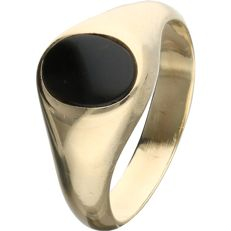 14 kt. - Yellow gold signet ring set with an oval onyx - Ring size: 16.25 mm