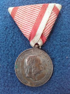 War Medal Silver 1873 Franz Joseph 2 December 1873 in silver, the original red-and-white ribbon, K & K monarchy of Austria