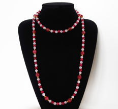 Long ruby and polished rose quartz - 480 ct - total length: 116 cm