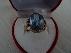 14 kt gold ring with topaz