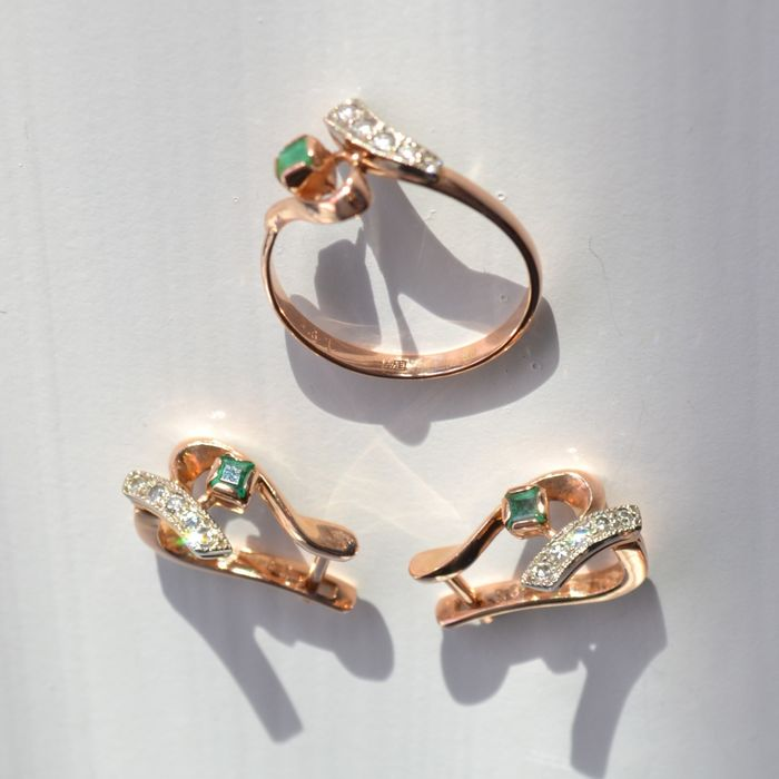 2 piece jewellery set (ring, earrings), in 585 rose and white gold with emeralds and diamonds