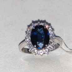 Ring in 18 kt white gold with natural Siam sapphire, 2.69 ct, and natural diamonds, 0.55 ct
