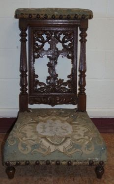 Antique baroque kneeler made of walnut and fabric, from Italy, 1850/1900