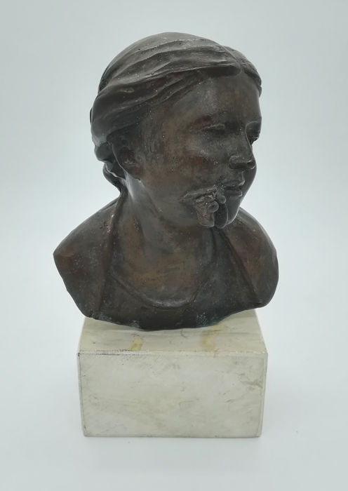 Female bronze bust on marble base, 20th century, signature Vincenzo Cinque
