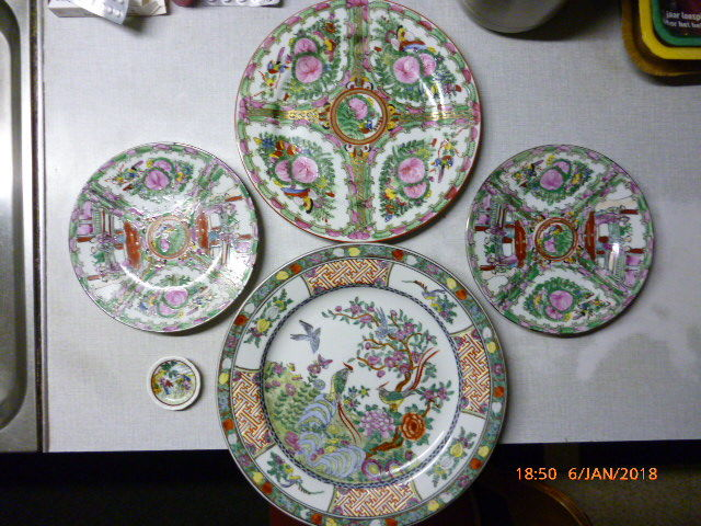 1 large decorative plate Oriental porcelain + 3 Macao decorative plates + 1 mini plate - China - c. 1970/1980 & 1 large decorative plate Oriental porcelain + 3 Macao decorative ...