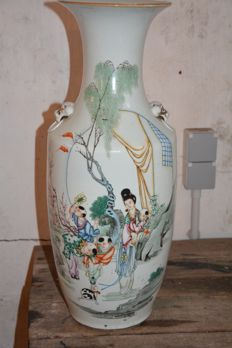 Large polychrome vase with playing boys decor - China - early 20th century