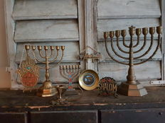 5 x Hanukkah & Menorah candlesticks + 5 Jewish utensils - Israel - 20th century