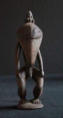 Classic beak design ancestor figure from the Sepik / Ramu estuary