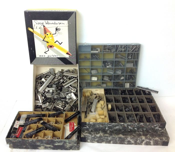 """Office trade advertising. Collection """"pootjesglas"""". Mainly prices, (hundreds). Many metal holders etc. Also some glasses with texts (engaged, marriage, per set etc)"""