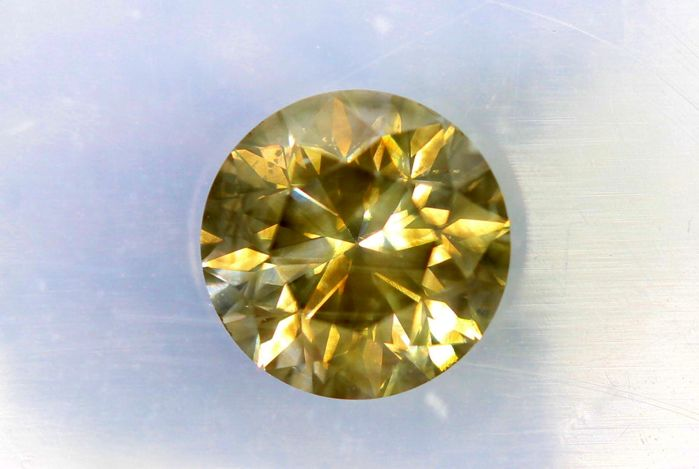 Diamond of 0.78 ct - Fancy Greenish Yellow - SI1 - * No Reserve Price *