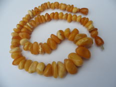 Antique Amber necklace of butterscotch/ egg yolk,honey coloured Baltic Amber, weight: 50,5 gram.