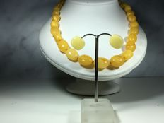 Vintage Baltic Amber  necklace with stud earrings, 100% natural polished olive beads, deep egg yolk and colour, 32.2 grams