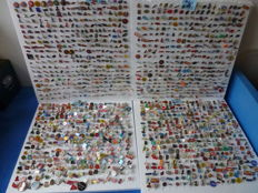 Collection of pins - over 2 kg. Approx. 1,600 items