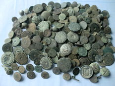 Nice lot of 203 antique buttons (centuries 16 to 19) size variety, large and small sizes.