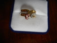 Gold ring with natural ***padparadscha*** sapphire and diamonds, Certificate IGI.