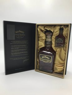 Jack Daniel's Korean Single barrel 500ml with mini in rare giftbox wood