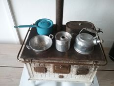 Children's stove around 1920 matching cookware set with cutlery, presumably Bing